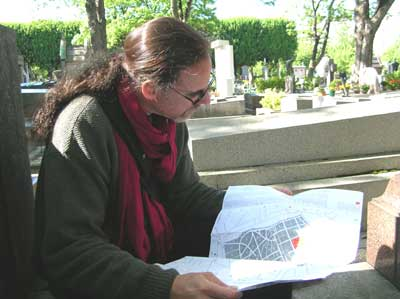 David studying the map of Pere Lachaise