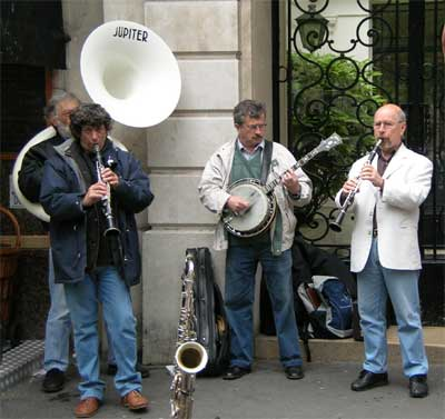 Ragtime band along the Champs Elysee