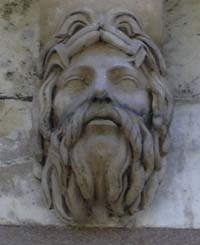 Interesting heads under the Pont Neuf