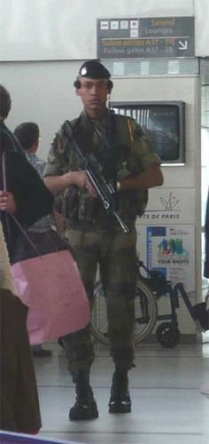 Security at the El Al terminal at Charles de Gaulle