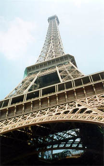 Le Tour Eiffel, perhaps the best known landmark in Paris