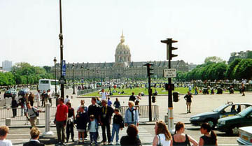 The crowds enjoying a gorgeous Spring Sunday on Boulevard Des Invalides