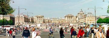 The crowd at Versailles